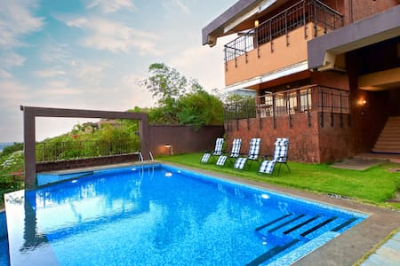 SkyHigh - Candolim Oceanview 4 bed Pool Villa