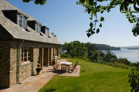 Luxury holiday home with estuary views - East Cornworthy - House