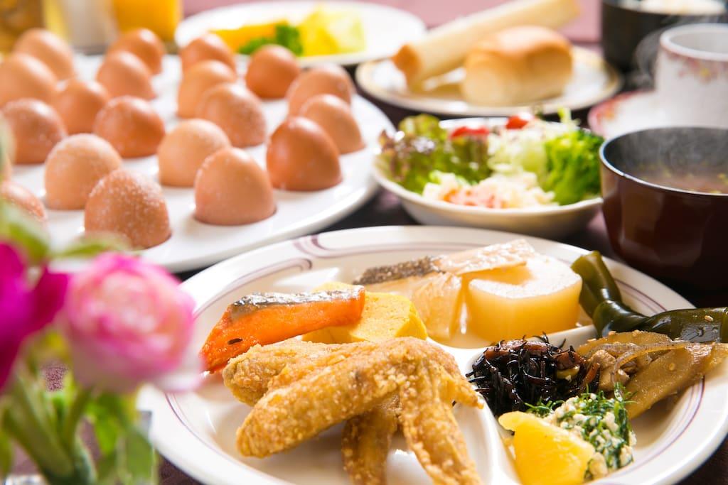 ホテルの朝食が食べられます。 Hotels in the morning buffet is I can eat.