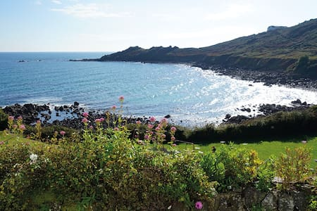 An idyllic Cornish cottage with panoramic views - Coverack