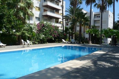 Large 3 bed - pool, next to sea & Amenities, Wifi - Lakás