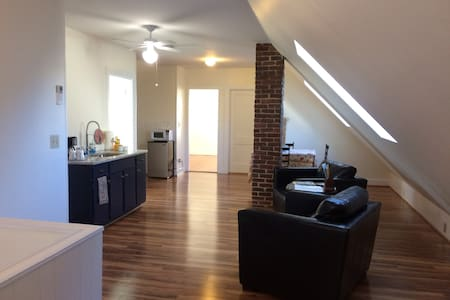 Cozy Apt Downtown Salem - Salem - Appartement