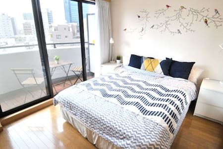 SHIBUYA Queen Bed Bright Room + Pkt Wifi + 3 Bikes - Apartment