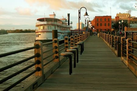 My Downtown Pad, the perfect getaway location! - Wilmington