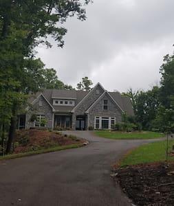 Elegant Peaceful Retreat West Knoxville - BdRm 1 - Hus