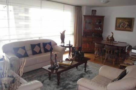 SUITE CON HERMOSA VISTA DE QUITO - Quito - Apartment