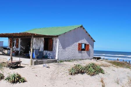 Casa sobre la playa oceánica de Rocha, ¡hermosa! - Aguas Dulces - Ev