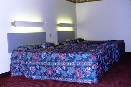 2 double beds room clean & cozy - Byt