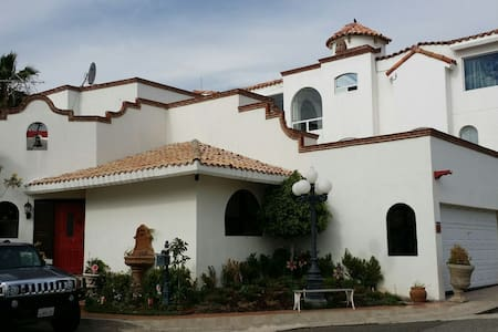 Room type: Entire home/apt Property type: House Accommodates: 6 Bedrooms: 3 Bathrooms: 3