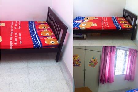 Small room in TTDI, near IKEA, 1U - Ház