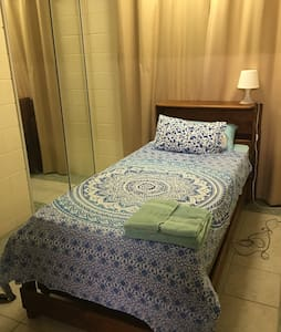 Single bedroom in a friendly home - Nelly Bay