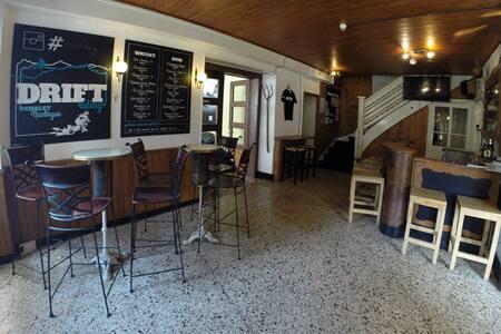 Drift Lodge Morzine with 18 on-suite bedrooms - Morzine - Bed & Breakfast