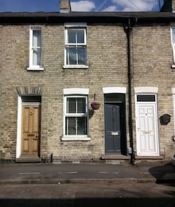 Cosy room in walking distance from train station - Cambridge - Townhouse