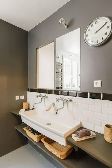 Shared bathroom @ Center of Paris