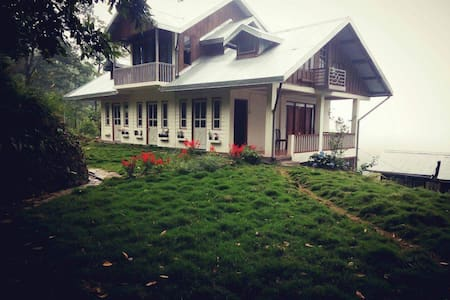 Green lawn cottage - Ház