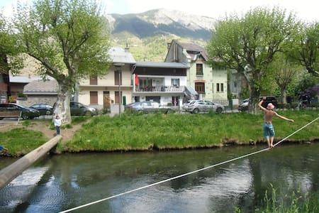 Appartement  rénové en 2013 avec Local  à Vélo - Le Bourg-d'Oisans