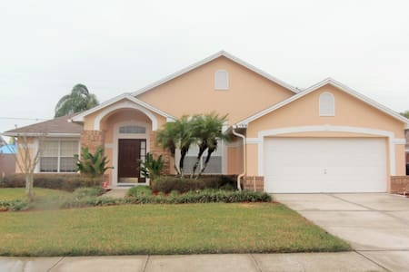 Pool Home with Hot Tub Close to Attractions - Kissimmee - Casa