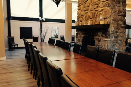 Grand Miramont Waterfront Cottage for Large Groups - Saint-Adolphe-d'Howard