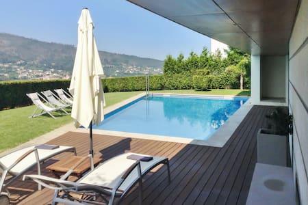 Modern villa with swimming pool - Caminha