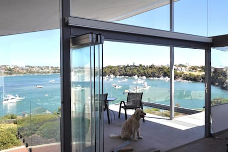 ON RIVER-FRONT! ARCHITECT HOME & WALK TO THE BEACH - North Fremantle