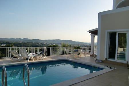 Traumvilla mit Pool - über Santa EulariaMeerblick - Santa Eulària des Riu - Villa