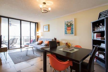 Beautiful Private Room w/Ocean View - Apartment