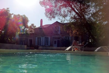 Chambre 2 ou 4p Maison de caractère avec piscine - Castelnau-d'Estrétefonds - Gästhus