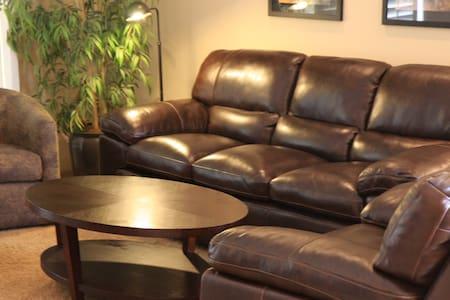 2 bedroom Palm Desert luxury  condo - Lyxvåning