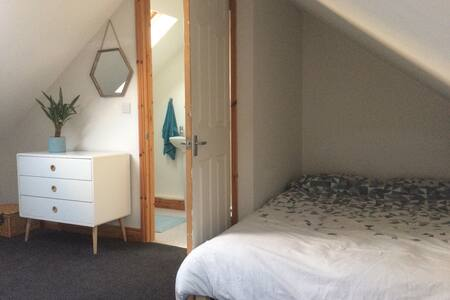 Room with Ensuite, Free Parking - Exeter