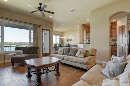 Sophisticated Lake Travis Condo - Lakeway - Appartement