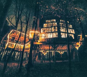 Romantic, luxury TREEHOUSE retreat!