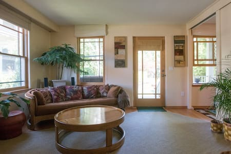 peaceful, w/hot tub, ideal location - Portland - Maison