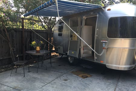 Amazing Airstream in private downtown garden - San Luis Obispo - Camper/RV