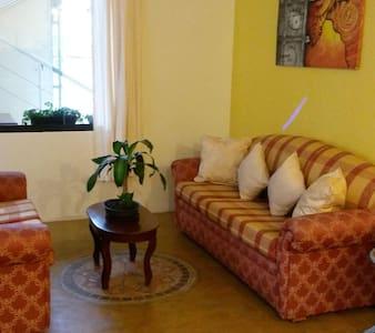 Apartamento turísticos Trimurti Chorros de Milla - Mérida - Hus
