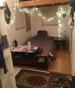 """Private room at the """"Block of Joy"""" - Los Angeles - House"""