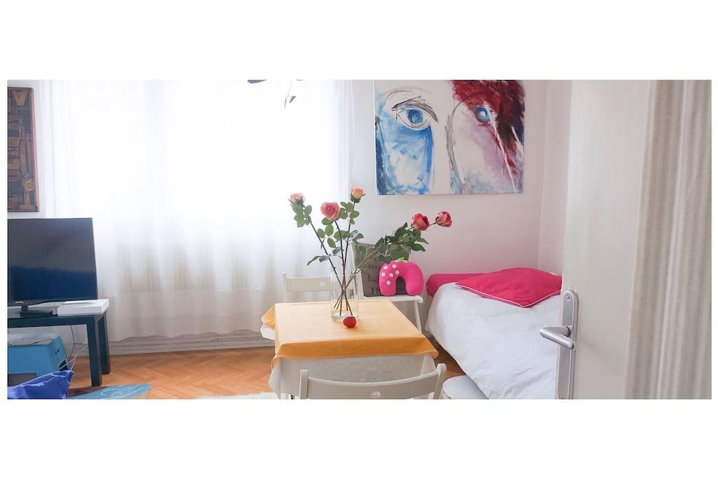 Une grande pièce ensoleillée / A big and sunny room