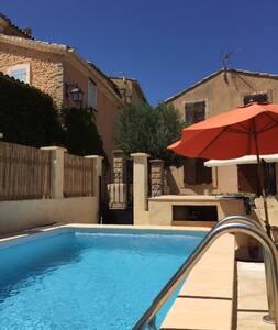 Maison en Provence avec piscine - House