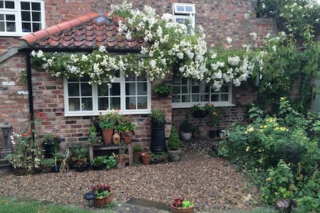 Double bedroom in quaint cottage - Norton-le-Clay - Outros