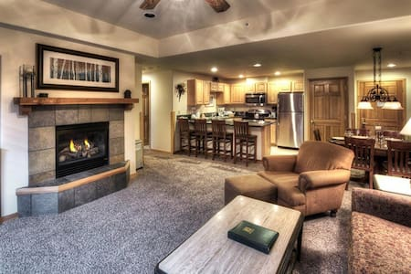 Grand Timber, July 16-23, 2016 2 Bed/2 Bath $1400 - Breckenridge
