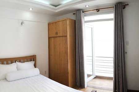 A sunny, clean, bedroom & private bathroom for two guests to stay in the lively District 1, close to all the must-see attractions! Complete with a queen bed, private balcony, A/C and washing machine this is the perfect place to stay in HCMC!
