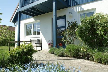 Kleine, ruhig gelegene 1-Zimmer-FeWo Ostseestrand - Apartemen