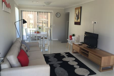 Comfortable home in quiet street - Blacktown - Byhus