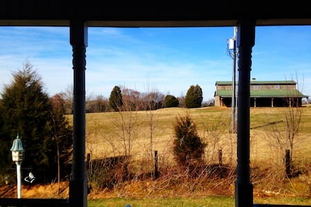 Private guest house with great view - Spring Hill