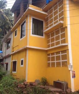 Yellow Color Apartment - Appartamento