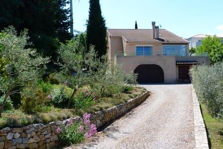 Spacieuse maison 170 m2 avec jardin - Gignac - House