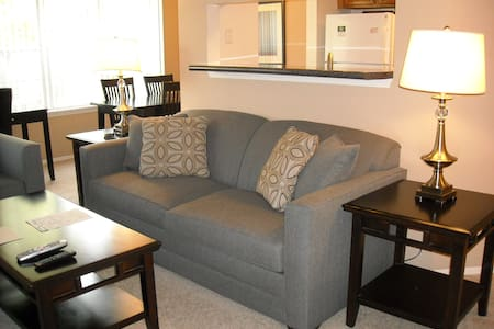LOVELY 1BR/1BA @ Park Meadows - Lakás