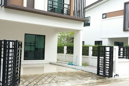 Entire Floor for rent- near Mahidol - Haus