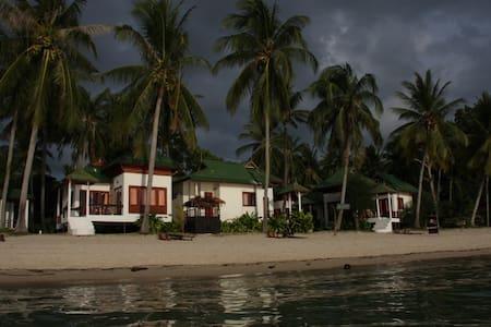 Thai bungalow on the beach 4 pers - Ko Phangan - Bed & Breakfast