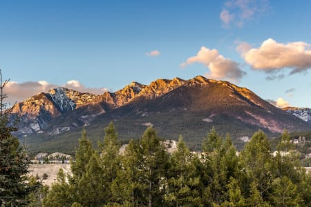 Rocky Mountain Retreat in Radium!!! - Lejlighedskompleks