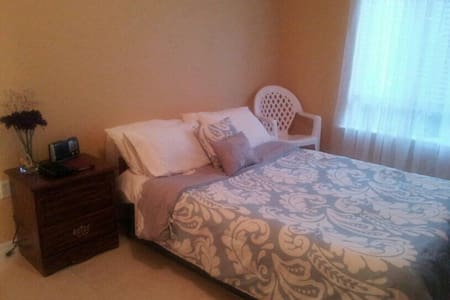 S.Florida Private Room and Bath - Bed & Breakfast